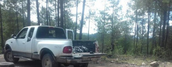 Enfrentamiento a balazos entre familias con uniformes militares 16 vehículos, 8 mil cartuchos, 25 armas largas y cortas y un Barret calibre 50 deja 10 muertos en la Sierra de Durango