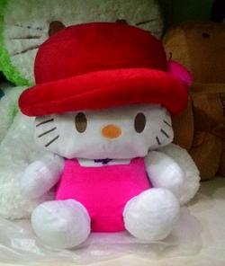 Boneka Hellokitty Memakai Topi