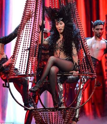 Foto de Cher cantando en concierto