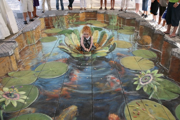 05-Feeding-the-Fish-Julian-Beever-3D-Pavement-Drawings-Anamorphic-Illusions-www-designstack-co