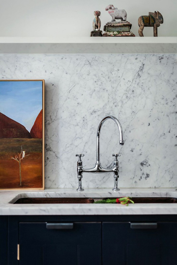 KITCHEN DETAIL:  Marble and dark blue cabinetry | Image by Alexis Hamilton via Remodelista.
