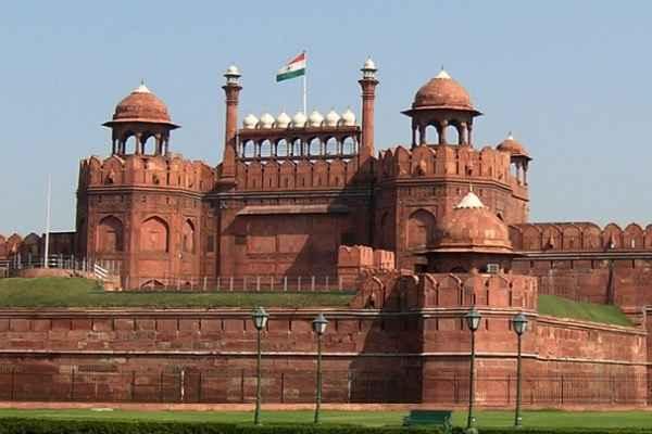 दिल्ली लाल किले से विस्फोटक सामग्री बरामद, NSG टीम मौके पर