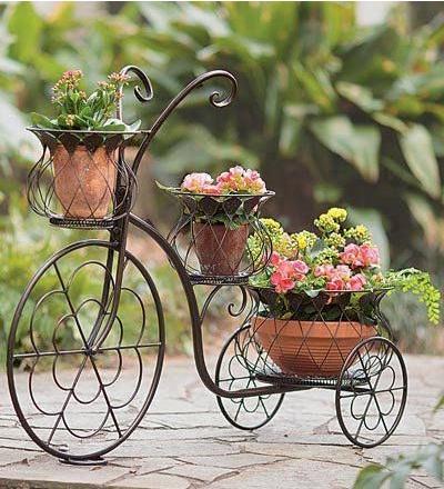 sepeda roda tiga ini memiliki gaya klasik yang anggun sehingga bisa jadi pusat perhatian di taman.