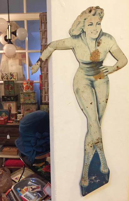 patinadora, pin-up, anos 50, veedol, decoração, anúncio, metal, parede