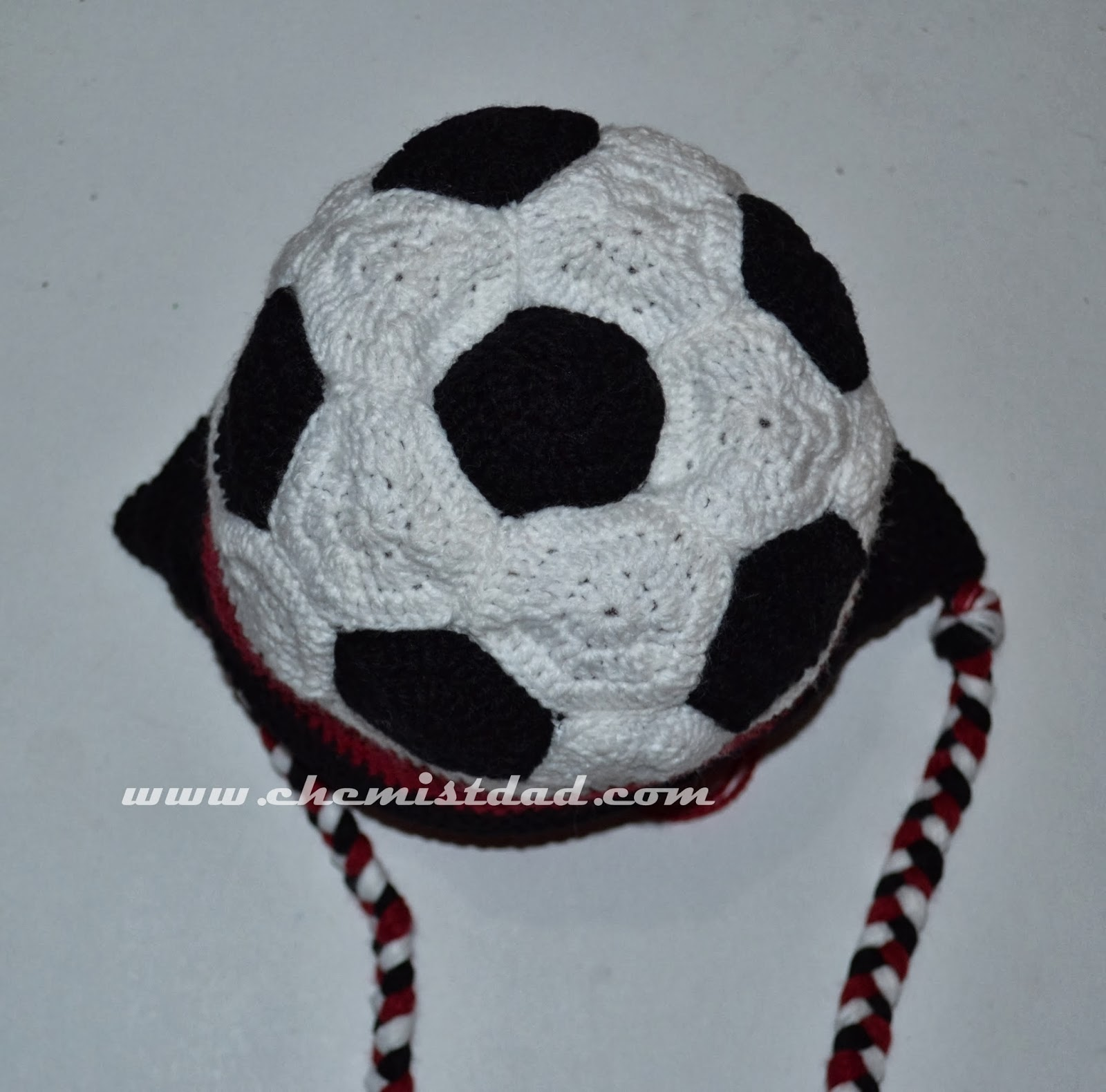 crochet, crochet hat, crochet soccer ball hat, crochet soccer ball hat pattern, free crochet pattern, Mom & Dad Crochet,