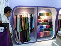 lemari toko pakaian