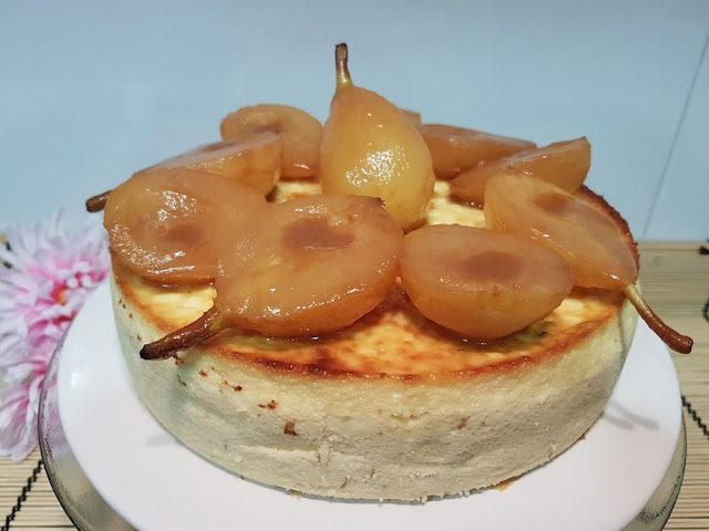 ricotta-chifon-cake, chifon-de-requeson-con-peras-caramelizadas