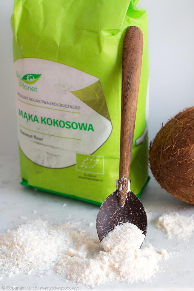 naleśniki kokosowe po indonezyjsku z kokosem i bananami