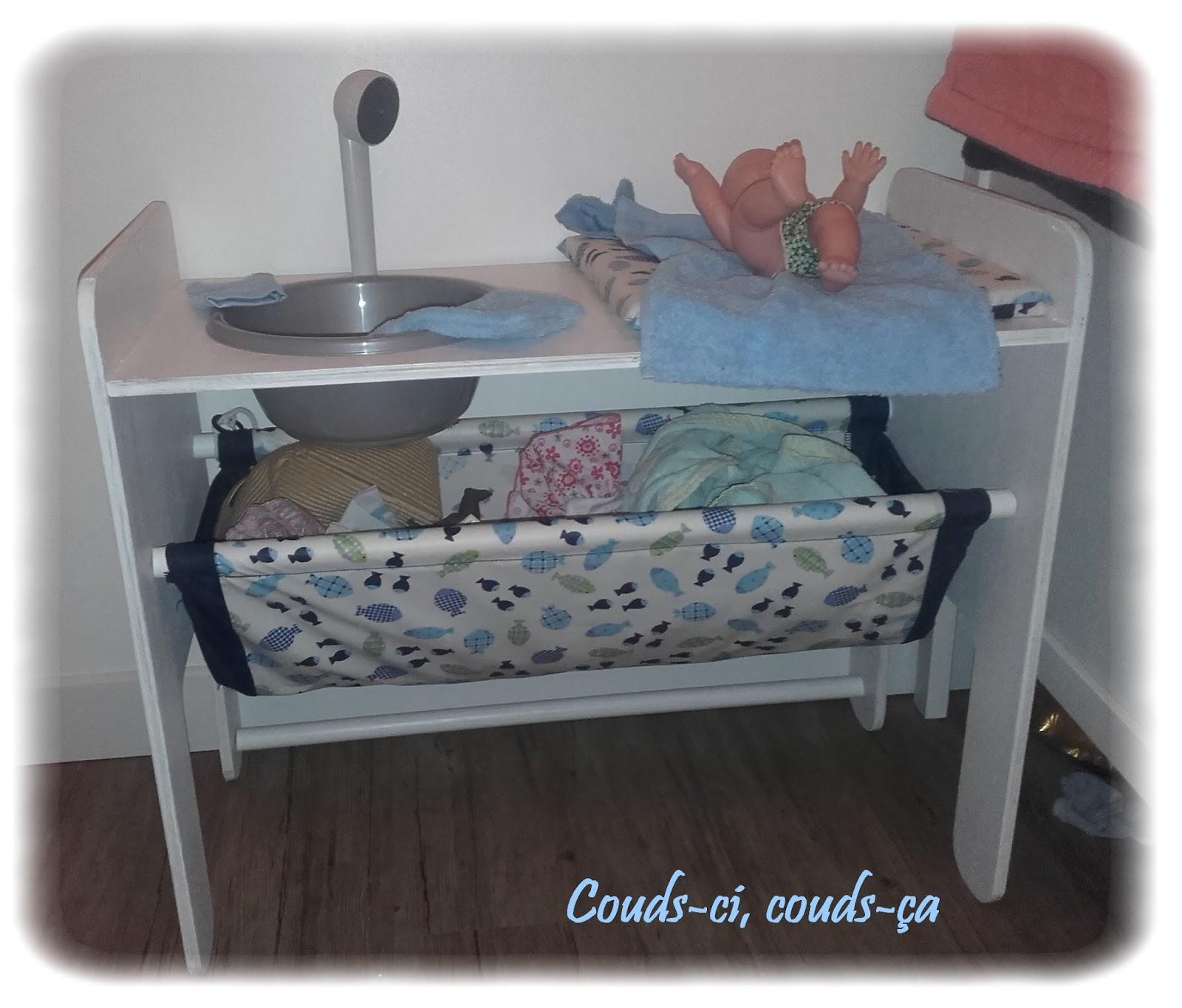 couds ci couds a table langer pour poup e. Black Bedroom Furniture Sets. Home Design Ideas