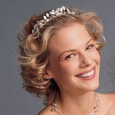 Peinados para novias cabello largo tiara