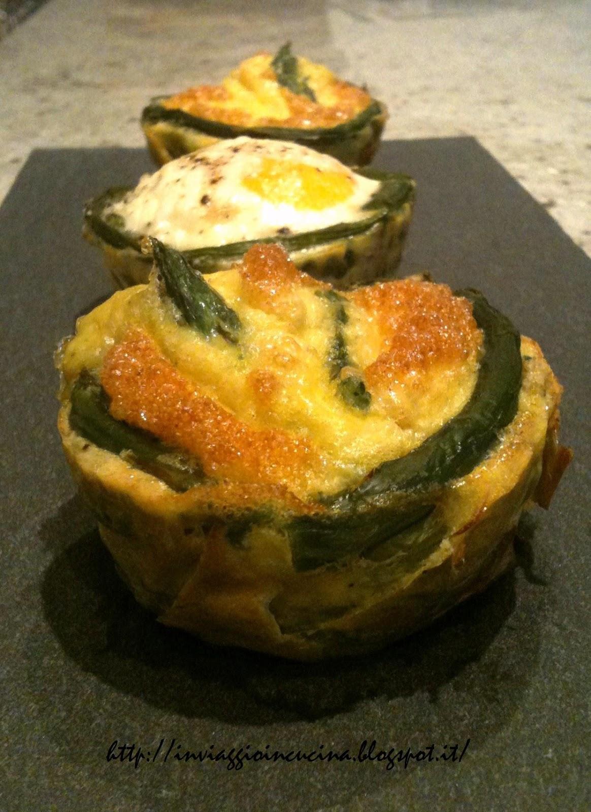 Uova con asparagi in due varianti leggere