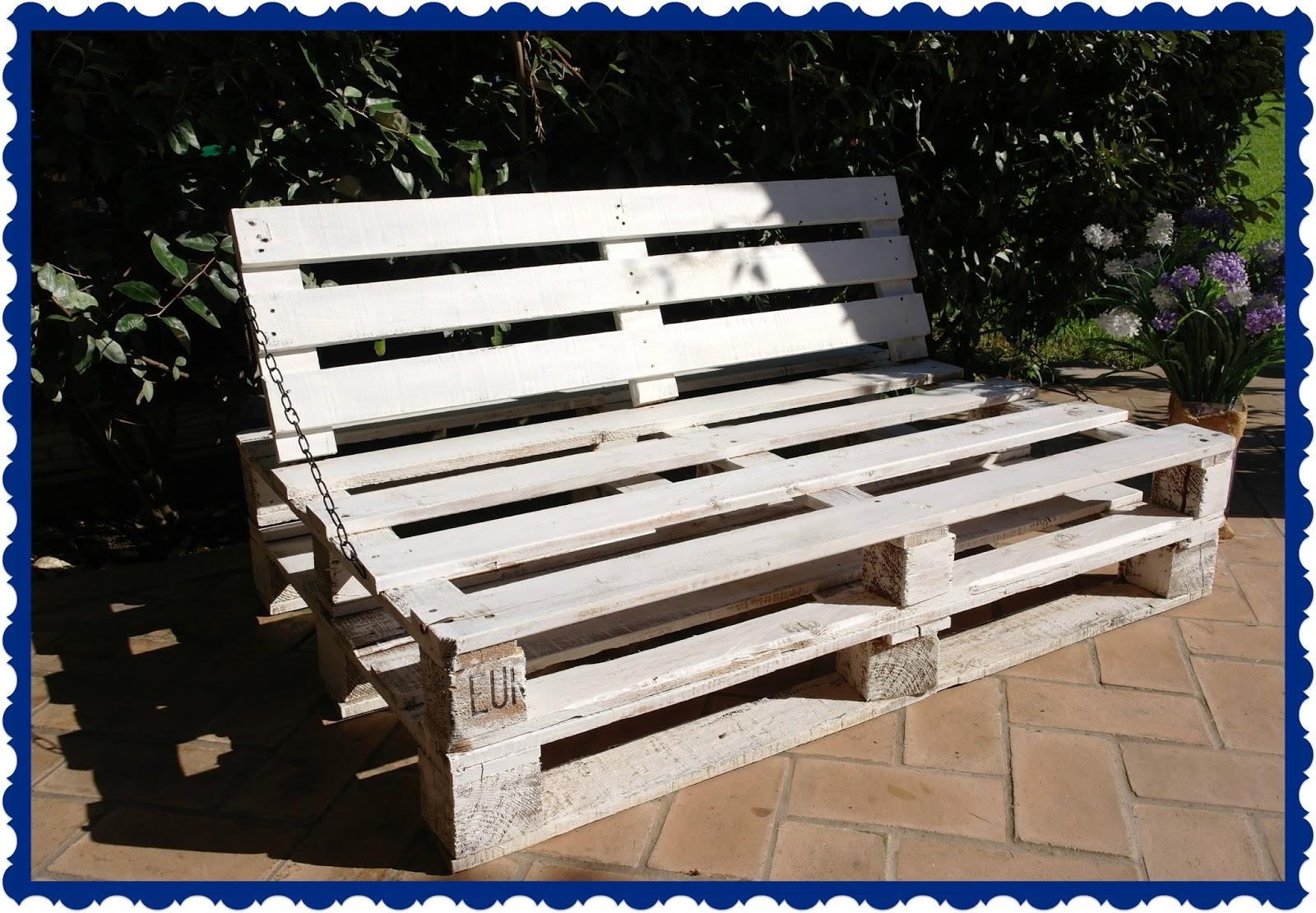 Pensieri romantici pallet couch divano pallet for Divano esterno legno