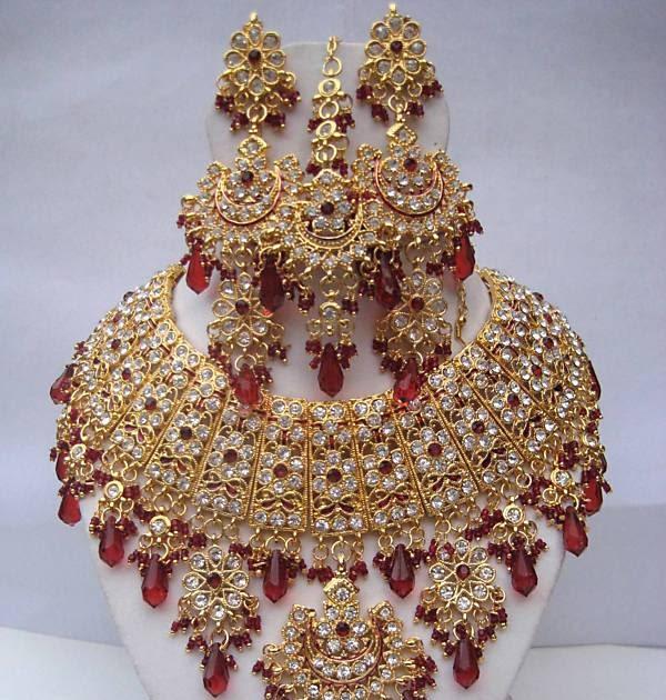 Fashionfastival: Ashwairiya's Bollywood Indian Kundan