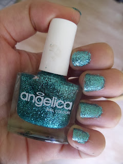 Angelica nail polish - green glitter - nails