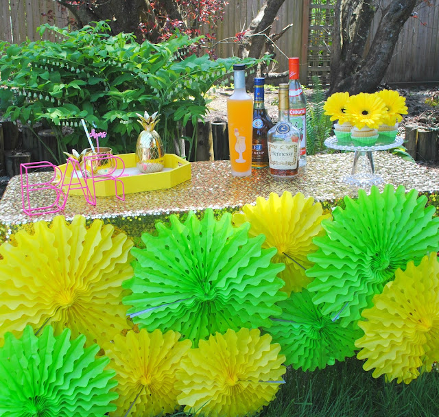 Go tropical this Mother's Day with an outdoor bar. As seen on FizzyParty.com