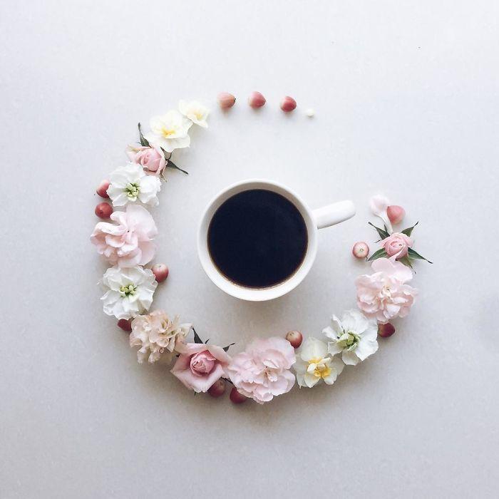 Karya Fotografi Perpaduan Bunga dan Kopi