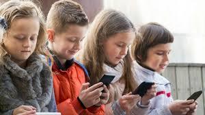 Para Ibu Punya Tantangan Lebih Berat di Era Digital
