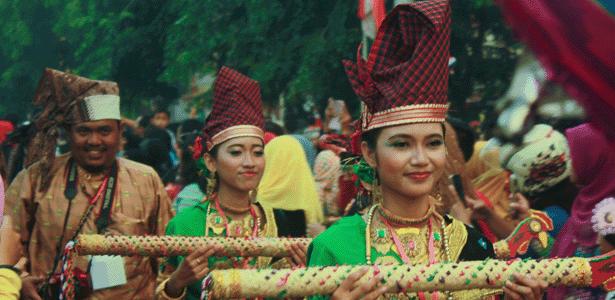 Karnaval Alt dan Title Karnaval khatulistiwa