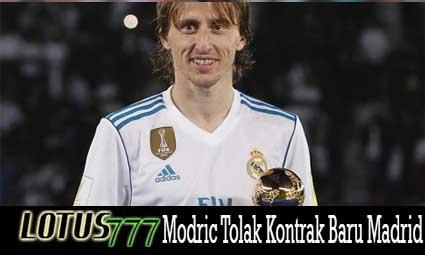 Modric Tolak Kontrak Baru Madrid