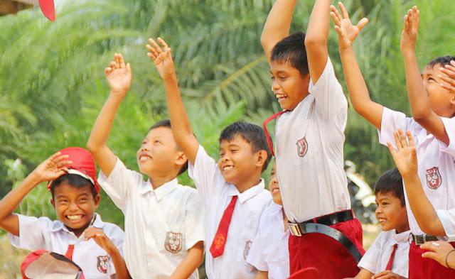 Tinjauan Yuridis Sistem Pendidikan Nasional