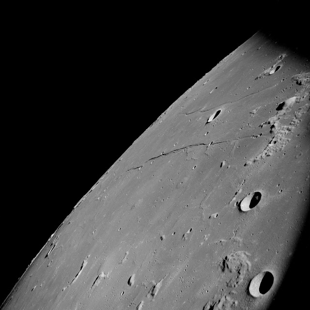 The full image showing the Alien technology or UFO in the Moon's crater.