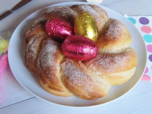 Presentación mona de Pascua tradicional