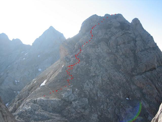 Rutas Montaña Asturias: Vista de la subida a la Torre de Horcados Rojos