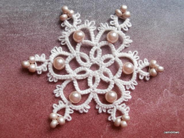 gotowa frywolitkowa śnieżynka z koralikami