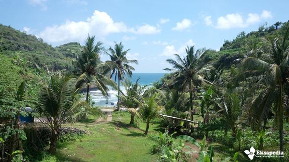 Pemandangan Pantai Butuh Dari Mushola
