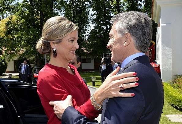 Queen Maxima, President Mauricio Macri his wife Juliana Awada and his daughter Antonia, Maxima wore Natan skirt, red blouse, Chanel Handbag, Natan red shoes
