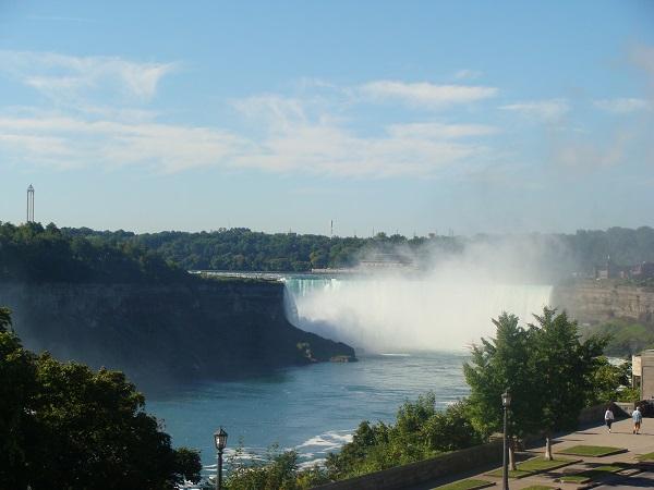 Blick auf die Niagara Fälle von Kanada aus gesehen