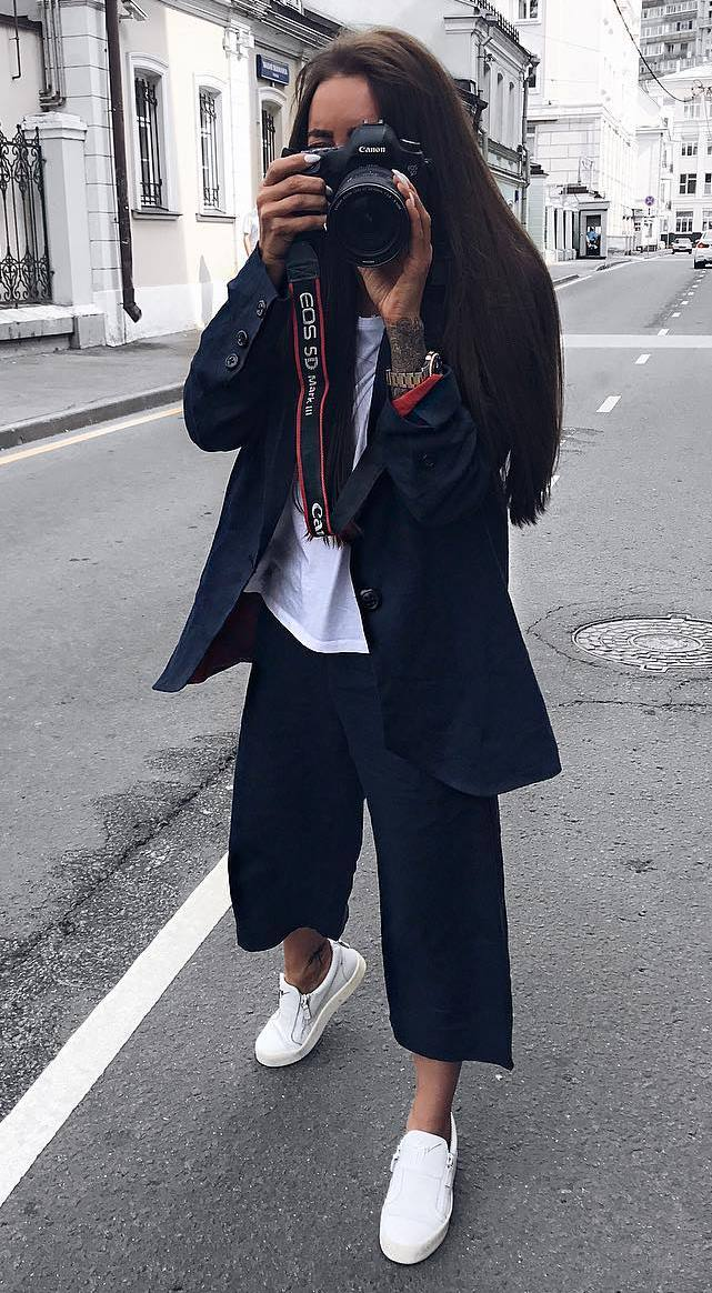 casual style perfection / wide pants + sneakers + top + blazer