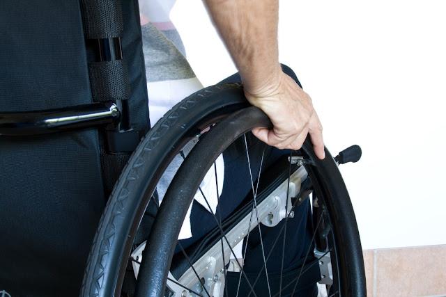 Υπουργοί με επιδόματα και... άτομα με αναπηρία εκτός κοινωνικού τιμολογίου!