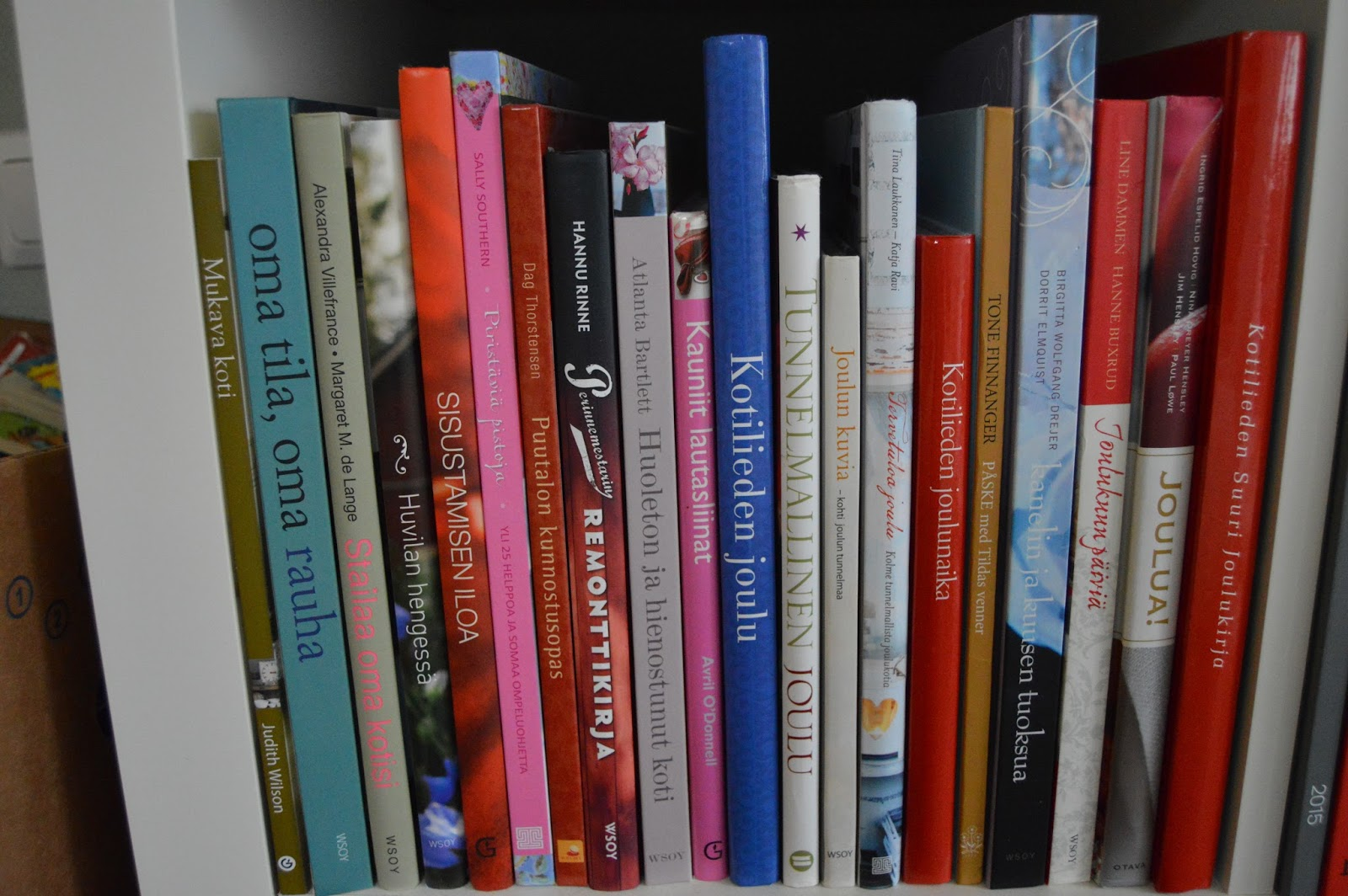 Aurinkokujalla Kirjoja + keittiö + muista ARVONTA!