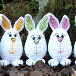 http://www.ravelry.com/patterns/library/little-easter-bunnies