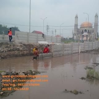 pemasangan pagar panel dan tampak masjid Moeldoko Jombang