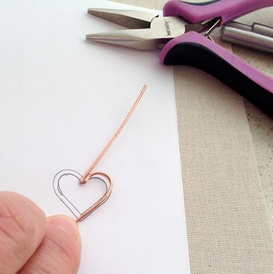 Free jewelry making tutorial on how to make a heart shaped wire frame that you can use to add beads with wire or thread.  Lisa Yang's Jewelry Blog
