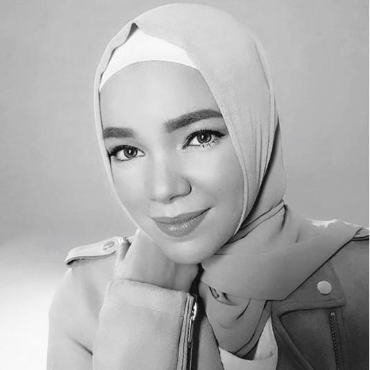 Saat Dewi Mendengar Tiga Jam Ceramah Ustadz Somad