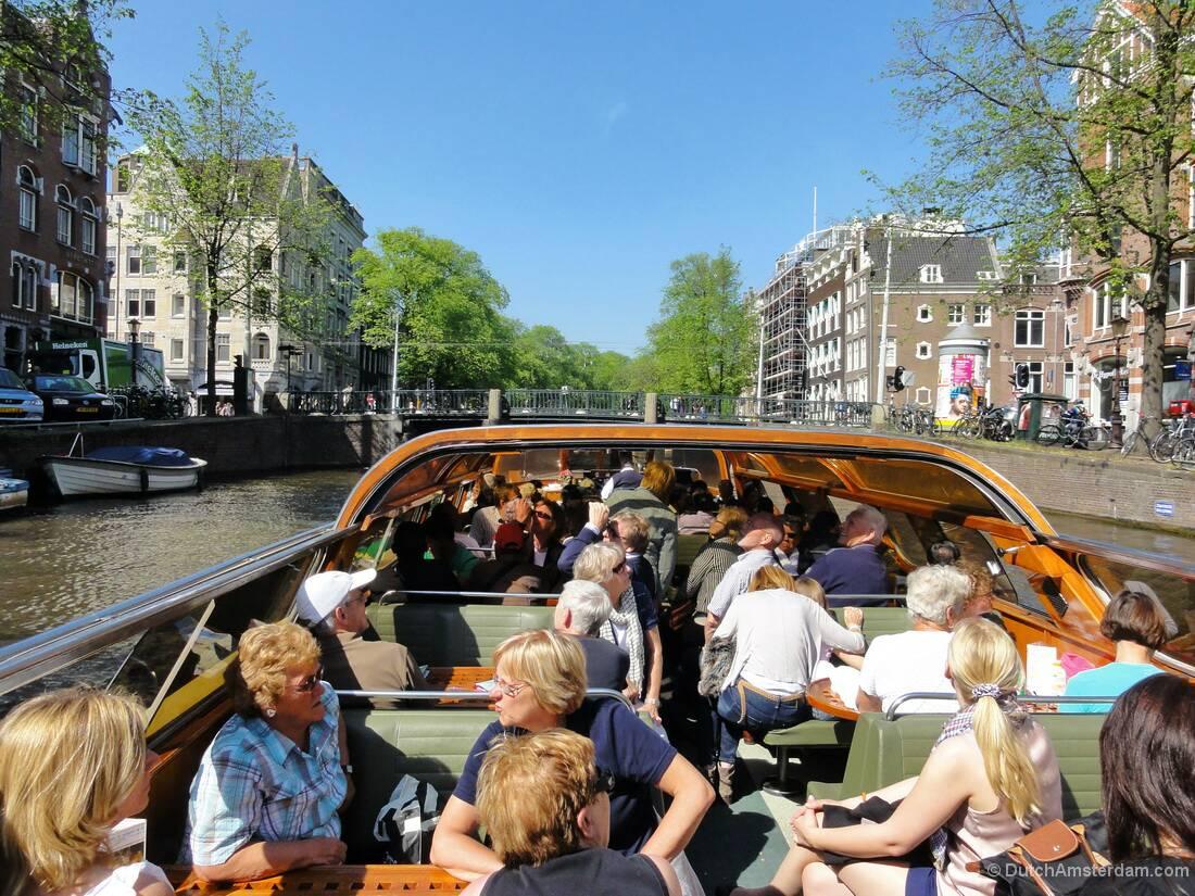 86363409032b8 تعتبر امستردام هي فنسيا الشرق لان بنية المائية تشبه الى حد كبير مدينة فنسيا