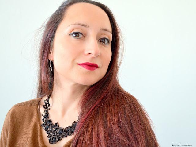 Selfie - Photo - femme - teint - maquillage - rouge à lèvres mat