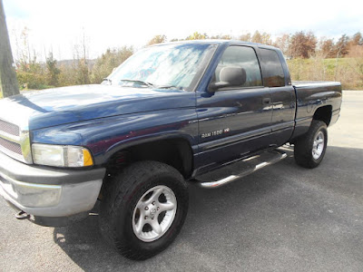 2001 Dodge Ram 1500, Quad Cab, 4x4, 5.9L V8.. Good strong truck.