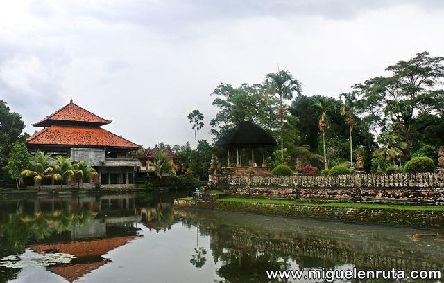 Lago-Pura-Taman-Ayun-Bali