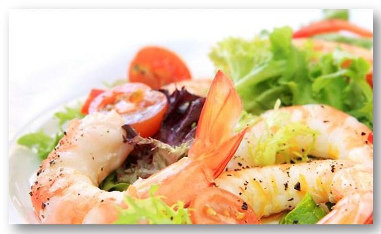 Салат цезарь с креветками с пошаговым фото