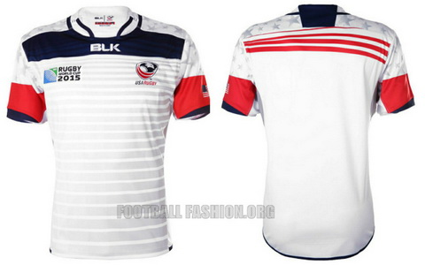 La camiseta también cuenta con un toque moderno en el uso habitual de rayas  con líneas curvas únicas contó tonalmente en el pecho Frente a continuación  ... 35881bf9f43dd