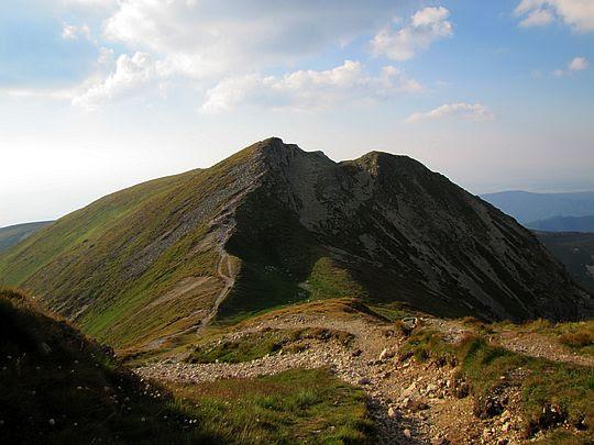 Pośrednia Salatyńska Przełęcz i Salatyński Wierch.