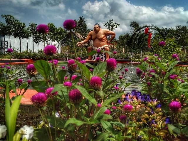 Patung Sumo Jepang Tirta Kebon nDelik Magelang