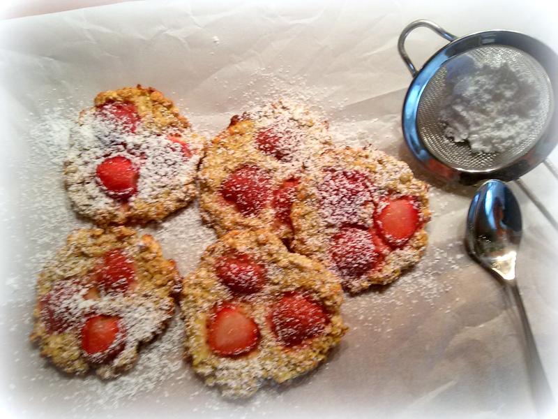 simi s foodblog haferflockencookies mit erdbeeren. Black Bedroom Furniture Sets. Home Design Ideas
