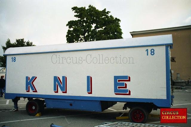 roulottes numero 18 servant au transport du matériel