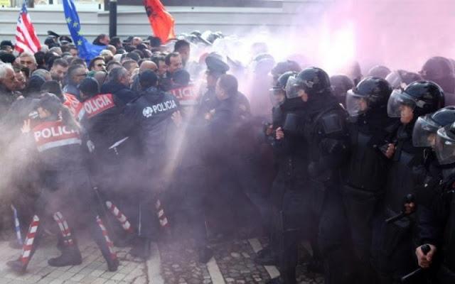 Σοβαρά επεισόδια κατά του Έντι Ράμα στην Αλβανία (βίντεο)