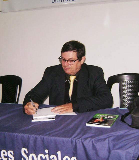 Rubén Sada escribiendo